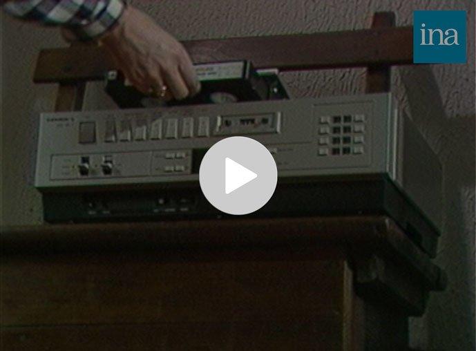 Le petit jeu Extraits d'archives, préparé à partir du logiciel TVneurones le Grand Jeu. Jouez avec les archives de l'INA : Extrait l'apparition du magnétoscope VHS